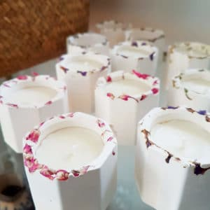 Petite bougie vegan en pot floral - Fleurs de Statice - Bougie fleurie
