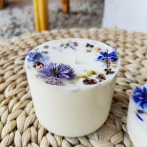 Bougie fleurie aux huiles essentielles bio Cèdre x Patchouli 400 ml