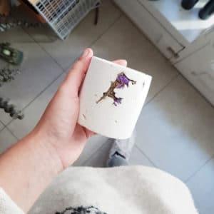bougie meche bois parfumée fleurie aux parfums de grasse - musc boisé - bougie vegan - atelier createur Paris