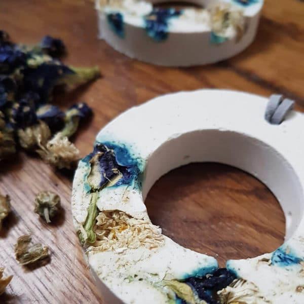 Diffuseur d'huiles essentielles fleuri Pois bleu & Chrysanthème - Ponoie